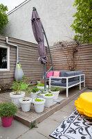 Bildnr.: 11990741<br/><b>Feature: 11990718 - Pure Lebensfreude</b><br/>Bea und ihre Familie lieben es bunt. Viel Wei&#223; ist die perfekte Leinwand. Leuwarden, NL<br />living4media / Isaksson, Camilla