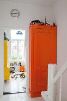 Bildnr.: 11990761<br/><b>Feature: 11990718 - Pure Lebensfreude</b><br/>Bea und ihre Familie lieben es bunt. Viel Wei&#223; ist die perfekte Leinwand. Leuwarden, NL<br />living4media / Isaksson, Camilla
