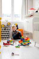 Bildnr.: 11990775<br/><b>Feature: 11990718 - Pure Lebensfreude</b><br/>Bea und ihre Familie lieben es bunt. Viel Wei&#223; ist die perfekte Leinwand. Leuwarden, NL<br />living4media / Isaksson, Camilla