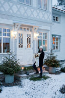 Bildno.: 11990887<br/><b>Feature: 11990828 - Christmas in Skellefte&#229;</b><br/>White is the theme of this Christmas decor in Skellefte&#229;, Sweden<br />living4media / Isaksson, Camilla