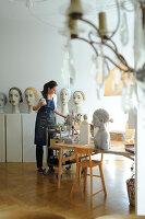 Bildno.: 11991363<br/><b>Feature: 11991357 - Head Hunting</b><br/>Visit to the workshop of a Hamburg artist who makes sculptured portraits<br />living4media / Gewecke, Gudrun