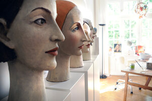 Bildno.: 11991385<br/><b>Feature: 11991357 - Head Hunting</b><br/>Visit to the workshop of a Hamburg artist who makes sculptured portraits<br />living4media / Gewecke, Gudrun