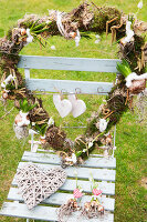 Bildno.: 11991403<br/><b>Feature: 11991390 - A Heart for All to See</b><br/>Valentine decoration using spring plants<br />living4media / Herwig, Modeste