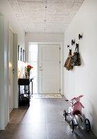 Bildno.: 12082845<br/><b>Feature: 12082842 - Re-inventing Style</b><br/>Newly built house overlooking Aarhus Bay, Denmark<br />living4media / Lene-K