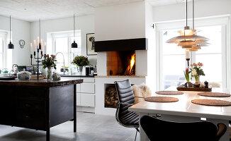 Bildno.: 12082847<br/><b>Feature: 12082842 - Re-inventing Style</b><br/>Newly built house overlooking Aarhus Bay, Denmark<br />living4media / Lene-K