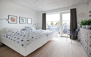 Bildno.: 12082855<br/><b>Feature: 12082842 - Re-inventing Style</b><br/>Newly built house overlooking Aarhus Bay, Denmark<br />living4media / Lene-K