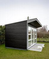 Bildno.: 12082877<br/><b>Feature: 12082842 - Re-inventing Style</b><br/>Newly built house overlooking Aarhus Bay, Denmark<br />living4media / Lene-K
