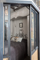 N° de l'image 12084369<br/><b>Reportage: 12084343 - French Cocooning</b><br/>Tiny apartment in Paris proves that style comes in all sizes<br />living4media / Hallot, Olivier