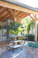 Immagine N°: 12100921<br/><b>Feature: 12100906 - A Place for Spring</b><br/>Covered area can provide a special place in the garden<br />living4media / Herwig, Modeste