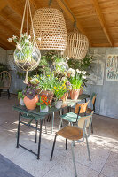 Immagine N°: 12100923<br/><b>Feature: 12100906 - A Place for Spring</b><br/>Covered area can provide a special place in the garden<br />living4media / Herwig, Modeste