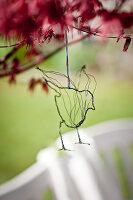 Bildno.: 12102263<br/><b>Feature: 12102261 - Wired Up</b><br/>D-I-Y projects using wire to make decorative objects<br />living4media / Weber, Cornelia