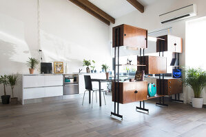 Bildno.: 12237617<br/><b>Feature: 12237615 - Free to Room</b><br/>Lofty home of an artist in Milan<br />living4media / Tamborra, Enza