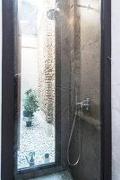 Bildno.: 12237633<br/><b>Feature: 12237615 - Free to Room</b><br/>Lofty home of an artist in Milan<br />living4media / Tamborra, Enza