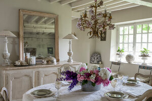 Bildno.: 12240515<br/><b>Feature: 12240511 - Yesterday Today</b><br/>An 18th century mansion is updated in the Normandy region, France<br />living4media / Hallot, Olivier