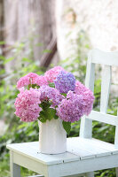 Bildno.: 12244601<br/><b>Feature: 12244598 - Hydrangea Hiatus</b><br/>Decorating with hydrangeas<br />living4media / Raider, Peter