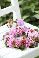 Bildno.: 12244615<br/><b>Feature: 12244598 - Hydrangea Hiatus</b><br/>Decorating with hydrangeas<br />living4media / Raider, Peter
