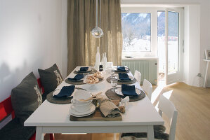 Bildno.: 12293305<br/><b>Feature: 12293287 - Alpine Retreat</b><br/>A winter retreat in Saint Moritz, Switzerland<br />living4media / Giovanelli, Francesca