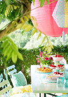 Bildno.: 12308077<br/><b>Feature: 12308064 - Let&#39;s Do It...</b><br/>Great ideas for garden party d&#233;cor<br />living4media / N.Zweig/A.Loock