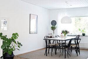 Bildno.: 12309031<br/><b>Feature: 12308982 - Stylish Space</b><br/>Renovated 1960s house near Stockholm, Sweden<br />living4media / M&#246;ller, Cecilia