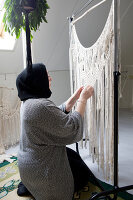 Bildno.: 12321597<br/><b>Feature: 12321578 - Tying Knots</b><br/>Macrame artist&#39;s home in Dordrecht, the Netherlands<br />living4media / Isaksson, Camilla