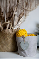 Bildno.: 12321603<br/><b>Feature: 12321578 - Tying Knots</b><br/>Macrame artist&#39;s home in Dordrecht, the Netherlands<br />living4media / Isaksson, Camilla