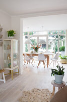 Bildno.: 12321719<br/><b>Feature: 12321691 - Paradise in Pastel</b><br/>Pale colours and soothing furnishings define this home in the Netherlands<br />living4media / Isaksson, Camilla