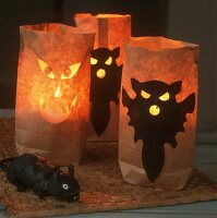 Paper lanterns as table decoration for Halloween