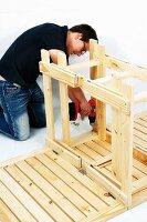 klappbaren holztisch selber bauen klapptisch scharniere bild kaufen living4media. Black Bedroom Furniture Sets. Home Design Ideas