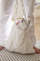 A white kitted shoulder bag with slubs and a braided pattern