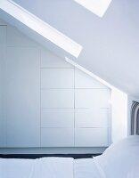 moderner wohnraum mit blick durch glasfront auf terrasse in abendstimmung bild kaufen. Black Bedroom Furniture Sets. Home Design Ideas