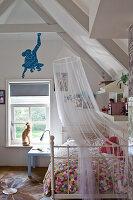 Landhaus badezimmer mit schwarzweissen bodenfliesen und for Moskitonetz kinderzimmer
