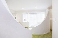Original bathroom design - round bathtub with curved, white screen