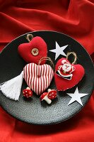 Fabric hearts and Father Christmas on festive plate