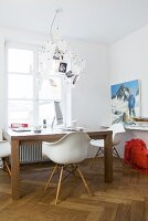 Desk, classic chair and Zettel'z chandelier in front of window