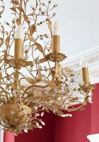 Chandelier with stylised leaves and classic candle-shaped bulbs