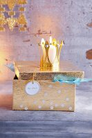 A golden treasure chest as gift wrap