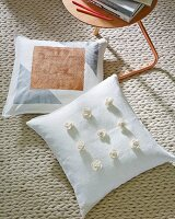 DIY – cushion covers decorated with felt roses and acrylic paint