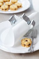 Teapot-shaped pastry cutter used as napkin ring