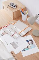 Quick, homemade photo albums – photos printed on white paper in cardboard folders with elastic bands