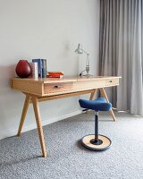 Wooden desk and ergonomic 'Move' standing stool