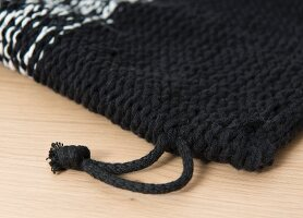 Knitting with a crochet needle: making a knooked backpack