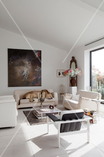 Rotterdam loft decorated largely in black and white