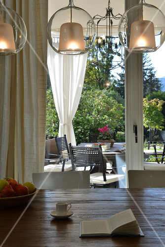 Ein Neubau am Lago Maggiore hat klassischen Charme im modernen Look