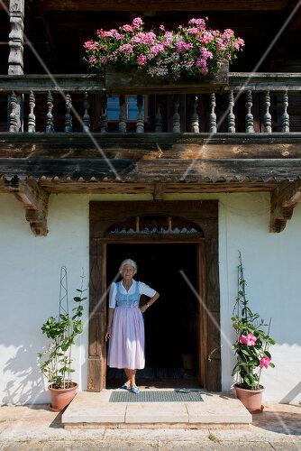 Zwei abgetragene historische Bauernhäuser wurden wieder aufgebaut, Österreich
