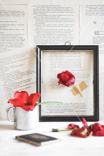 Decorating ideas with tulips and newsprint