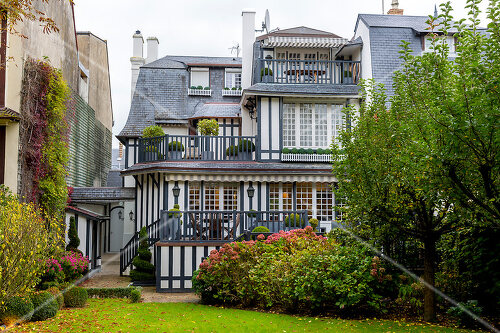 A historic villa is updated in the centre of Deauville, France