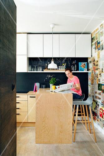 Sille und ihre Familie leben in einem dreistöckigen Haus mit recycelten Materialien, EE