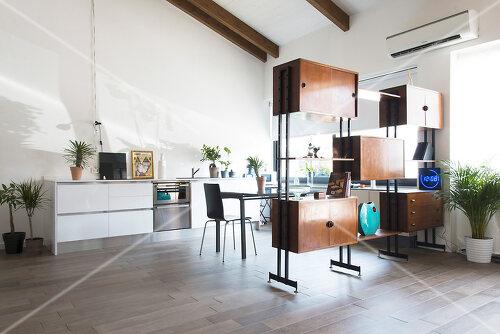 Lofty home of an artist in Milan