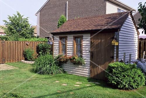 gartenhaus aus holz bild kaufen living4media. Black Bedroom Furniture Sets. Home Design Ideas