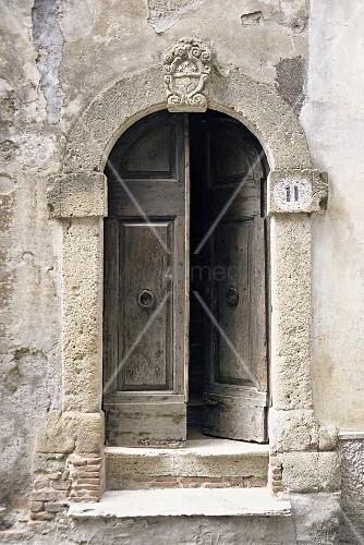 Geöffnete haustür  Geöffnete Haustür – Bild kaufen – living4media